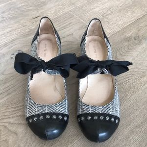 Black and white tweed shoes with bow